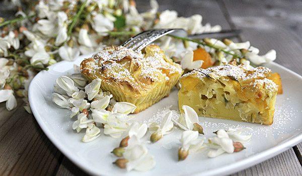 Clafoutis ai fiori di Robinia e pesche, una variante della tradizionale ricetta alle ciliegie