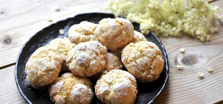 Biscotti morbidi ai fiori di sambuco