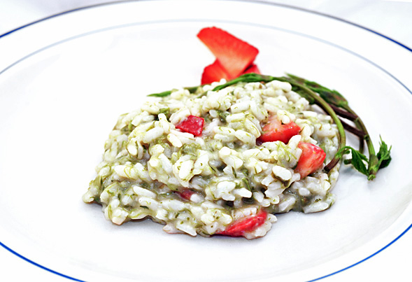 Risotto with hop shoots and strawberries