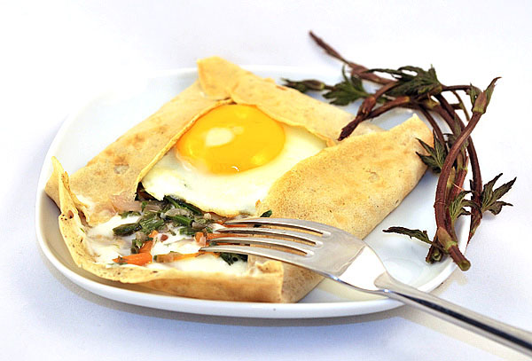 Crespelle with hop shoots