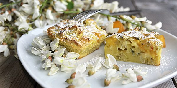 Black locust and peach Clafoutis, flowered variation of the traditional cherry recipe